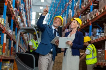 Warehouse manager and client interacting with each other